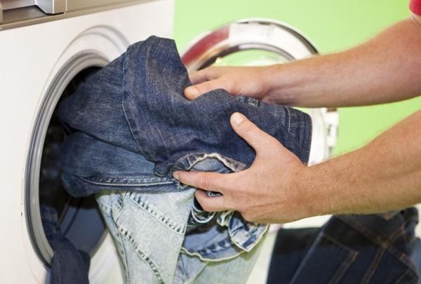 Cách giặt ủi giữ đồ jeans bền đẹp